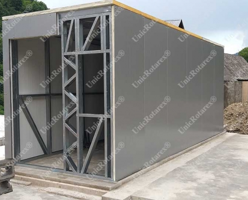 Steel container plated with sandwich panels