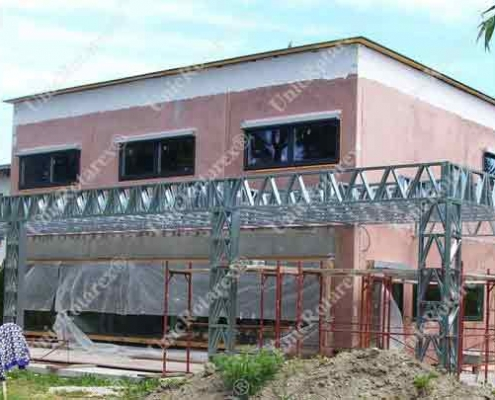 Light steel structure for swimming pool cover
