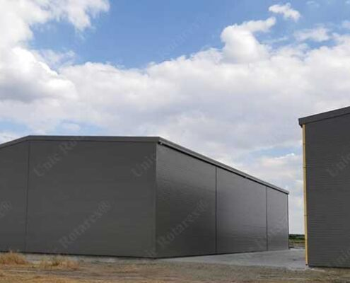 Agroindustrial buildings with lightweight steel structure plated with sandwich panels