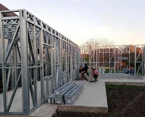 Lightweight steel structure for house assembling