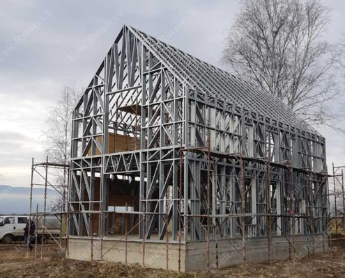 Lightweight steel structure for vacation house